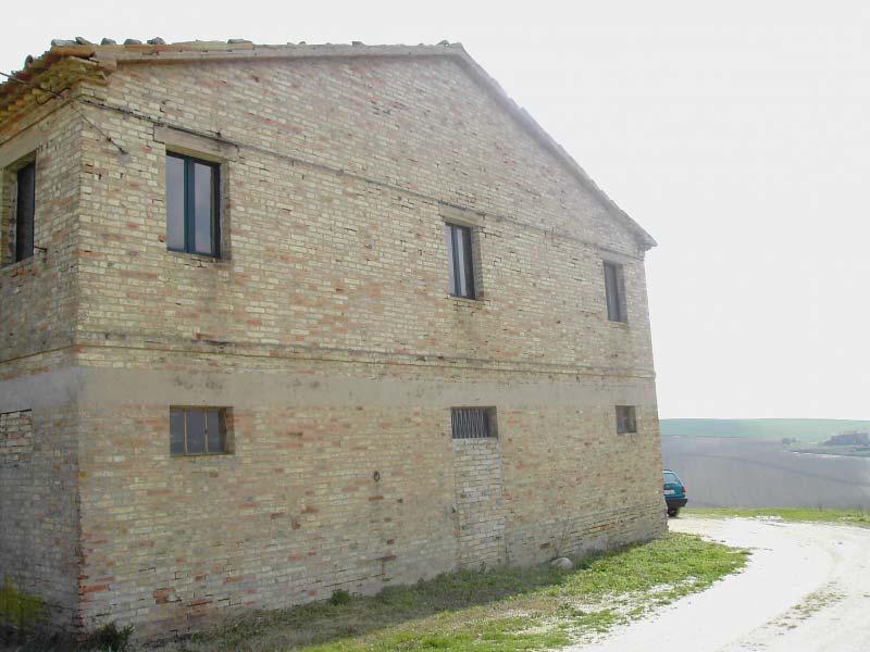 Casa colonica da ristrutturare a filottrano an in for Case prefabbricate nelle marche